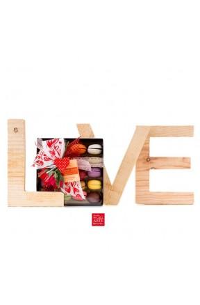 Macaronias Love Edition 20 presentación caja con lazo de corazones